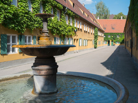 Brunnen in der Fuggerei - © JGPhoto76 / 2016 Thinkstock.