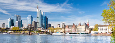 Skyline mit Ruderboot in Frankfurt am Main - © djama/Fotolia.com