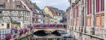 Idyllischer Kanal in Straßburg - © tepic / 2016 Thinkstock.