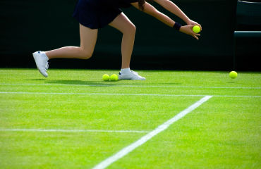 Ballmädchen beim Tennis in Wimbledon, London - © 2016 Thinkstock.