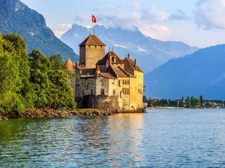 Chillon Castle am Genfer See - © GoranQ/Fotolia.com