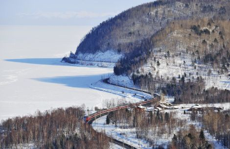 Transsib im Winter am Baikalsee - © Georgiy-Konyushkin