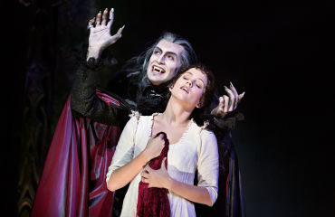 Tanz der Vampire - Graf von Krolock & Sarah - © Stage Entertainment